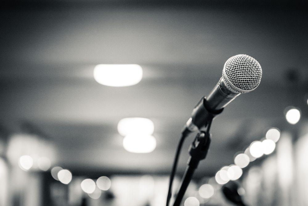 Mikrofon-Pablo-Inones-shutterstock.com