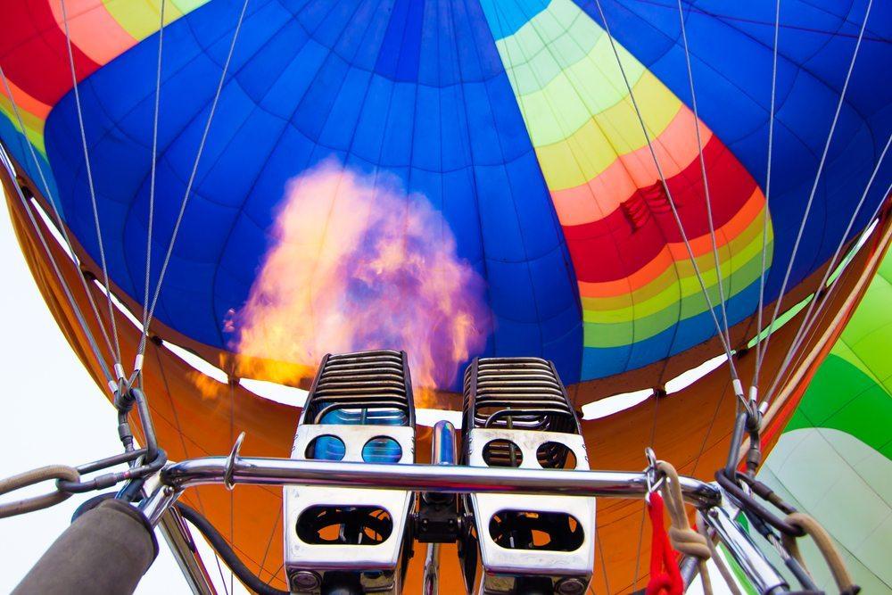 Ballonfahrt-Aufsteigung-Ronnachai-Palas-Shutterstock.com