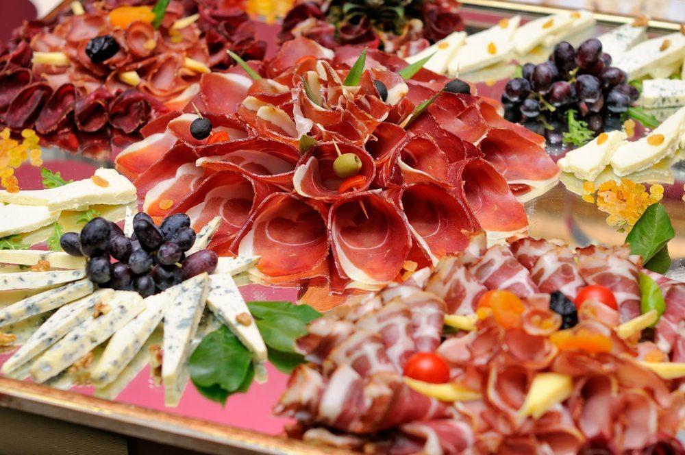 Catering-Buffet-Dalibor-Sevaljevic-Shutterstock.com