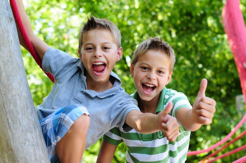 Sehr gern spielen Kinder draussen im Freien. (Bild: ehrenberg-bilder / Fotolia.com)