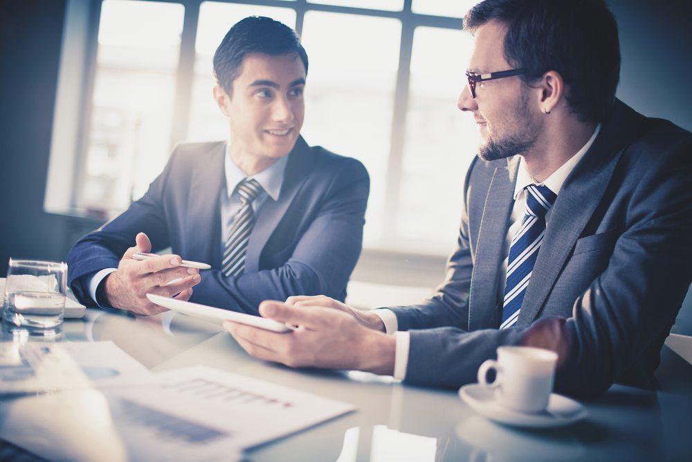 Bei der Ablaufplanung sollte immer auf ausreichend Gelegenheit zum Austausch und zur Diskussion geachtet werden. (Bild: Pressmaster / Shutterstock.com)