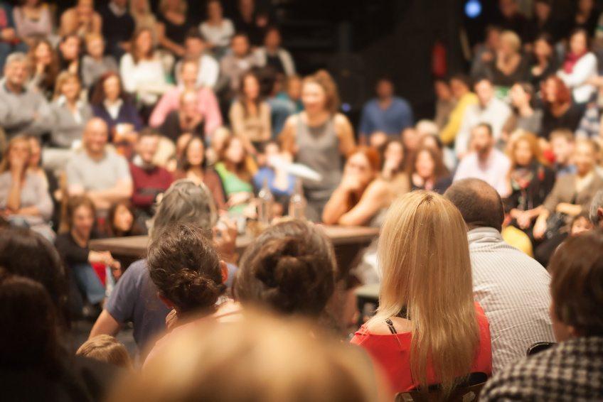 Allerdings ist es auf grossen Veranstaltungen wie einem Kongress durchaus passend, einen Keynote Speaker zu engagieren. (Bild: aerogondo / Fotolia.com)