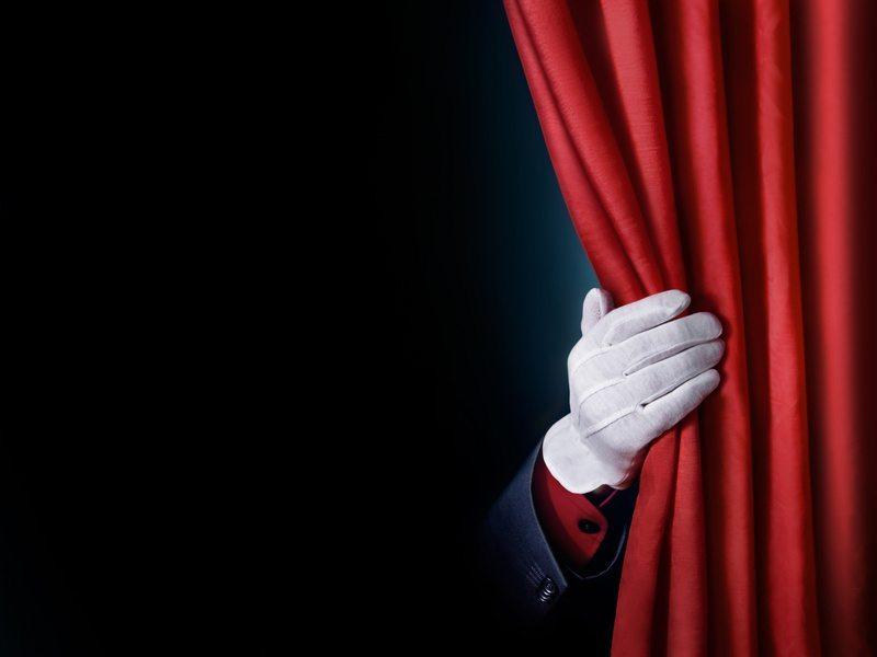 Ob sie dazu eine Bühne oder einen anderweitig abgegrenzten Raum benötigen. müssen Sie mit dem Zauberer besprechen. (Bild: Wolfgang Zwanzger / Fotolia.com)
