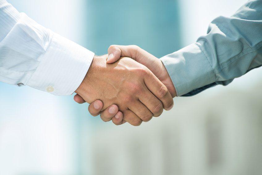 Die Zusammenarbeit mit renommierten Sponsoren kann Ihnen Tür und Tor in andere Branchen und/oder gesellschaftliche Kreise öffnen. (Bild: DragonImages / Fotolia.com)