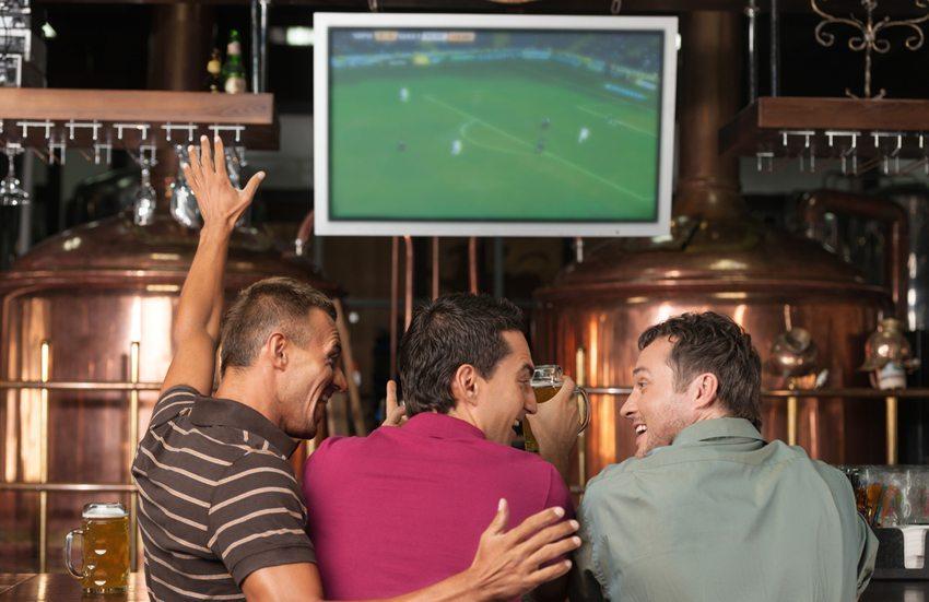 Findet die Party in einem kommerziellen Rahmen, so müssen Formalitäten beachtet werden (Bild: BlueSkyImage / Shutterstock.com)