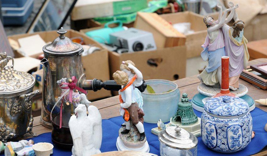 Was wäre ein Flohmarkt ohne interessante Schnäppchen oder sogar verborgene Schätze? (Bild: Pack-Shot / Shutterstock.com)