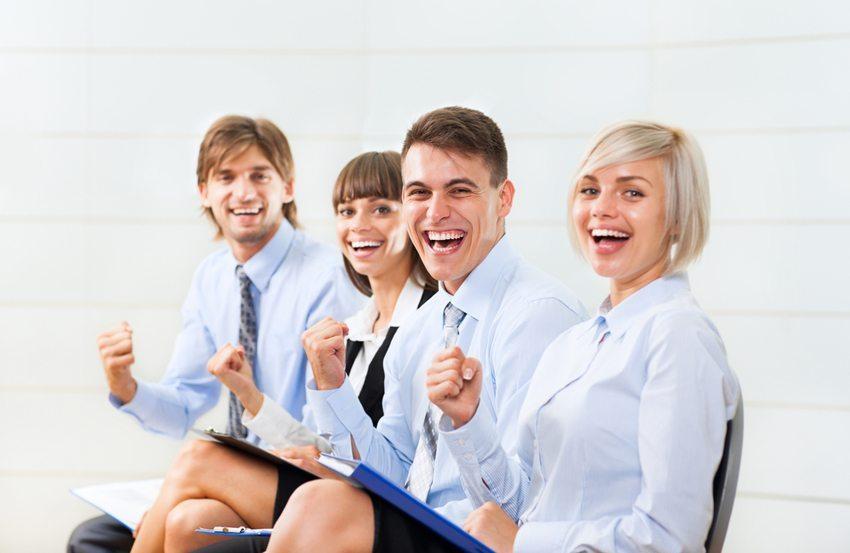 Gemeinsames Lachen verbindet (Bild: mast3r / Shutterstock.com)