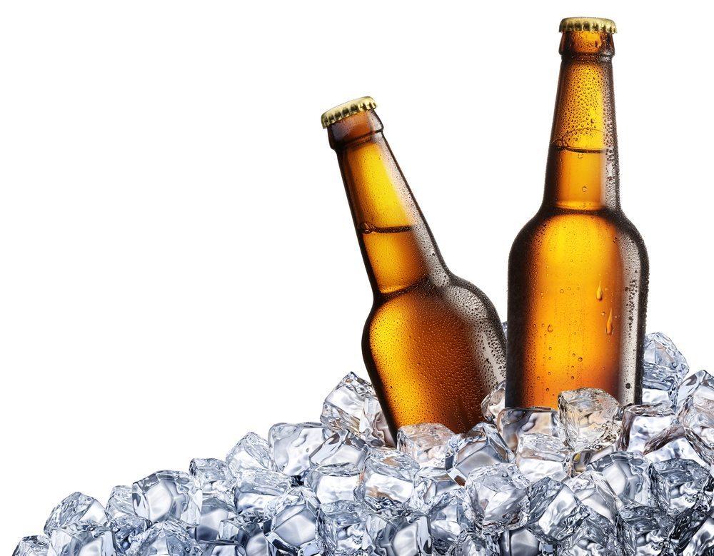 Wo gegessen wird, da wird auch getrunken. Stellen Sie sicher, dass die Getränke nicht nur in ausreichender Menge vorhanden sind, sondern auch gut gekühlt. (Bild: Valentyn Volkov / Shutterstock.com)