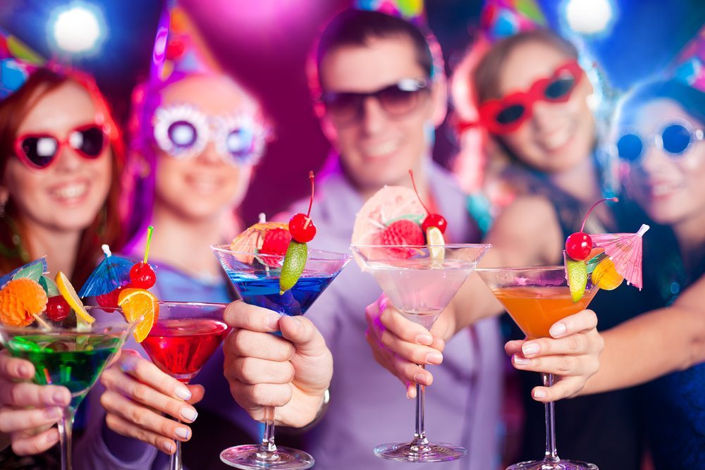 Nicht der Rausch bestimmt die Freude am Fest. (Bild: YanLev / Shutterstock.com)