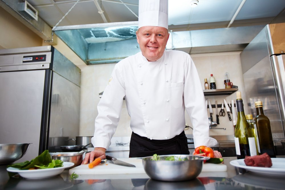 Nur mit dem richtigen Koch gelingt das Event. (Bild: Pressmaster / Shutterstock.com)