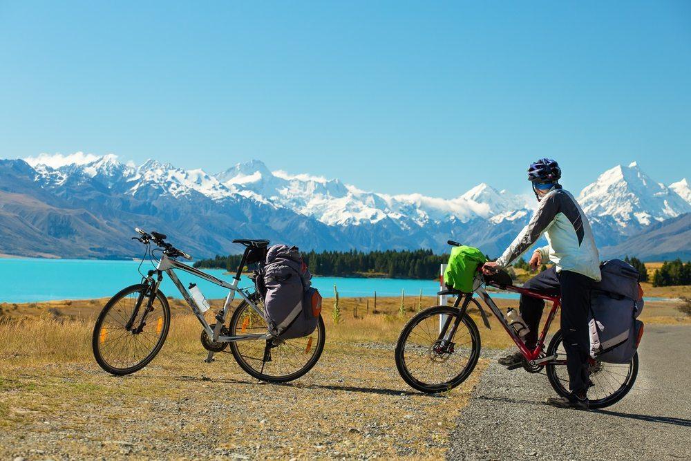 Besonders reizvoll macht diese Tour der Kontrast zwischen der spektakulären Alpenkulisse und der mediterranen Landschaft. (Bild: TDway / Shutterstock.com)