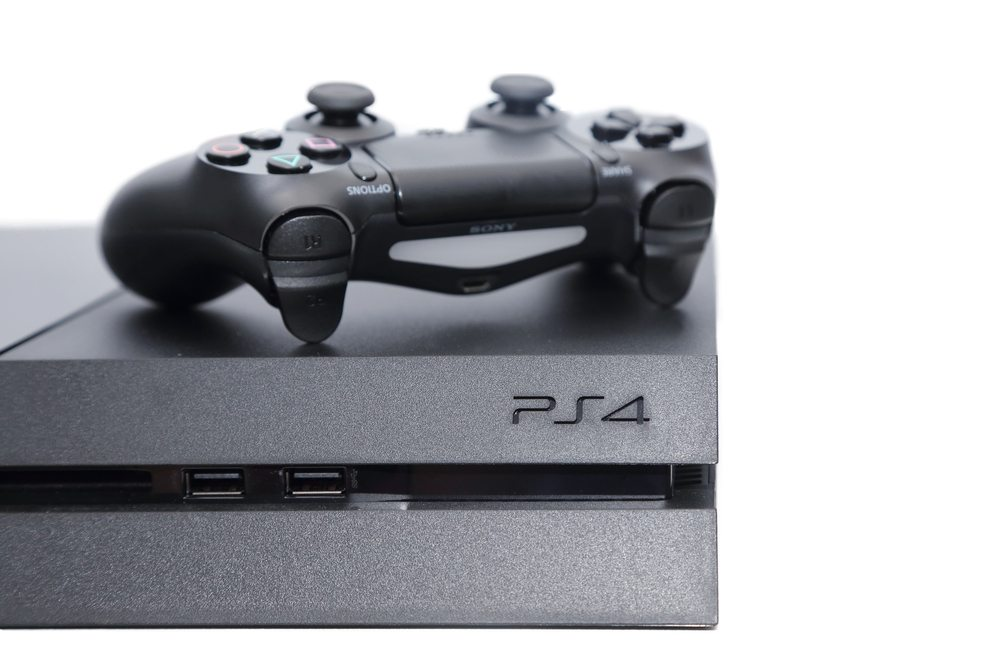 Eine andere Alternative sind Spielekonsolen, die einfach an den Fernseher angeschlossen werden. (Bild: charnsitr / Shutterstock.com)