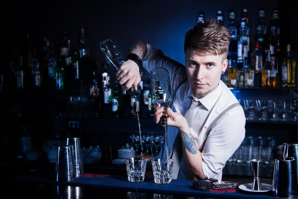 Die wichtigste Person: der Barkeeper. (Bild: nisimo / Shutterstock.com)