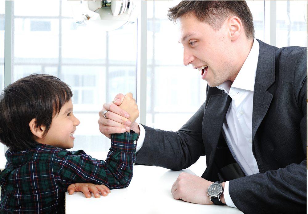 Ein Ausflug ins Büro ist ein besonderes Event mit Kindern. (Bild: Zurijeta / Shutterstock.com)