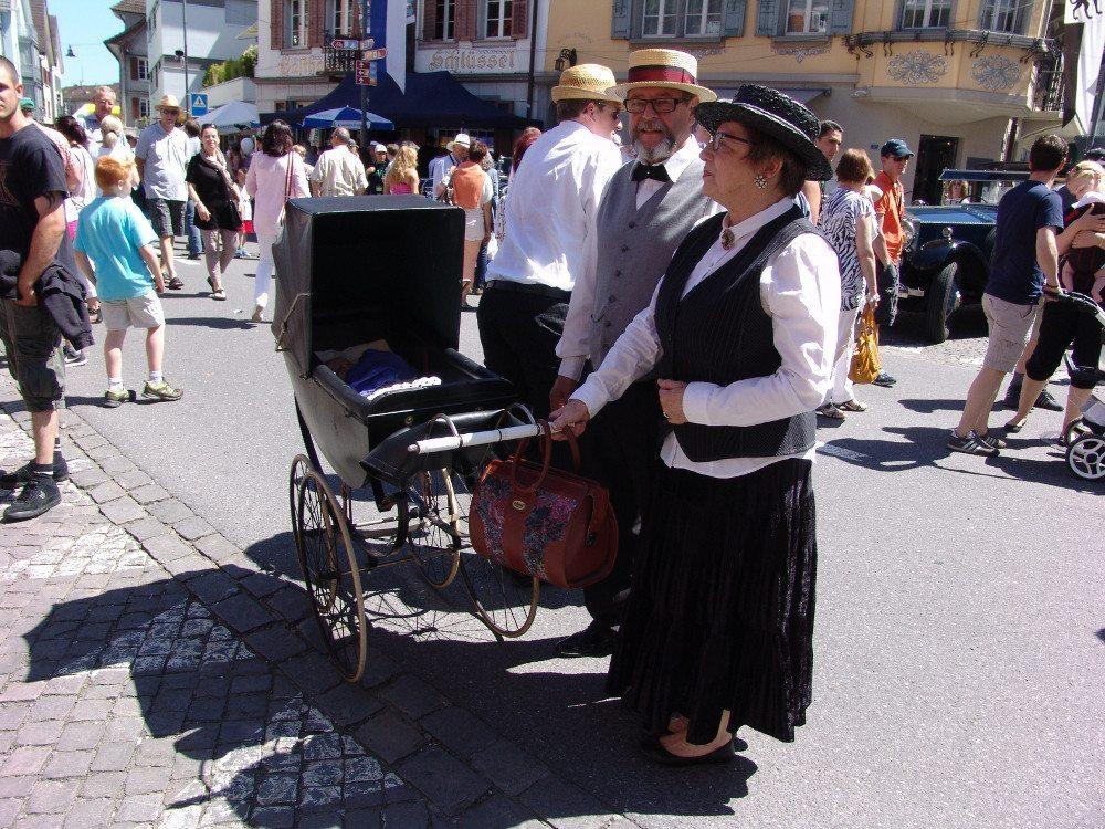 Auch ZuschauerInnen kommen passend gekleidet ans O iO. (Bildquelle: o-io.ch)