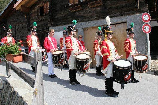 Fronleichnam-Brauch in Erschmatt, Gemeinde Leuk, Wallis, Schweiz (Bild: Silvio Tanner, Wikimedia, CC)
