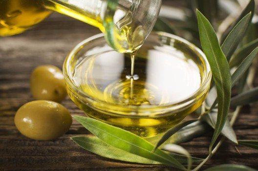 Die vielleicht bekannteste Zutat mediterraner Speisen: das Olivenoel.