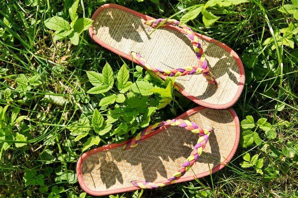 Der Sommer bietet so viele Möglichkeiten, die schönste Schuhmode endlich ohne kalte Füsse zu geniessen. (Bild: © Michael Schütze - fotolia.com)