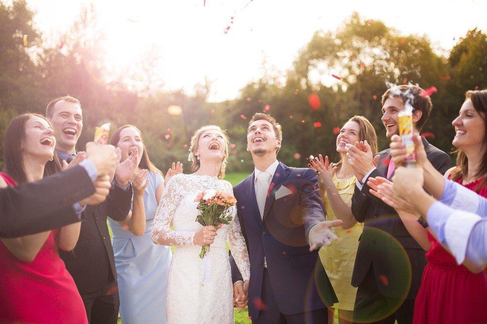 Gib der Braut die Chance, der Mittelpunkt der Feier zu sein. (Bild: © Halfpoint - fotolia.com)