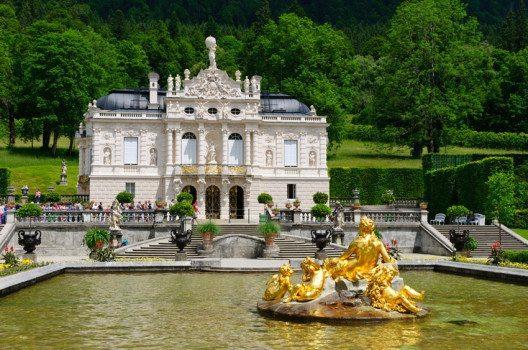 Schloss Linderhof (Bild: Scirocco340 / Shutterstock.com)