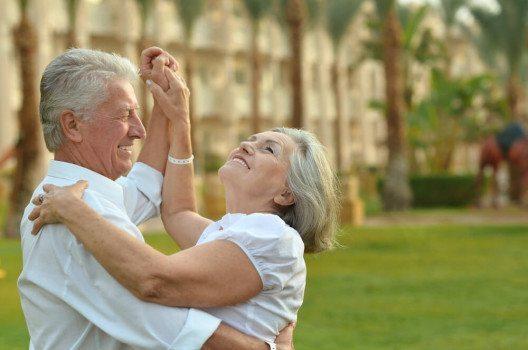 Tanzen setzt jede Menge Glückshormone frei. (Bild: Ruslan Guzov / Shutterstock.com)