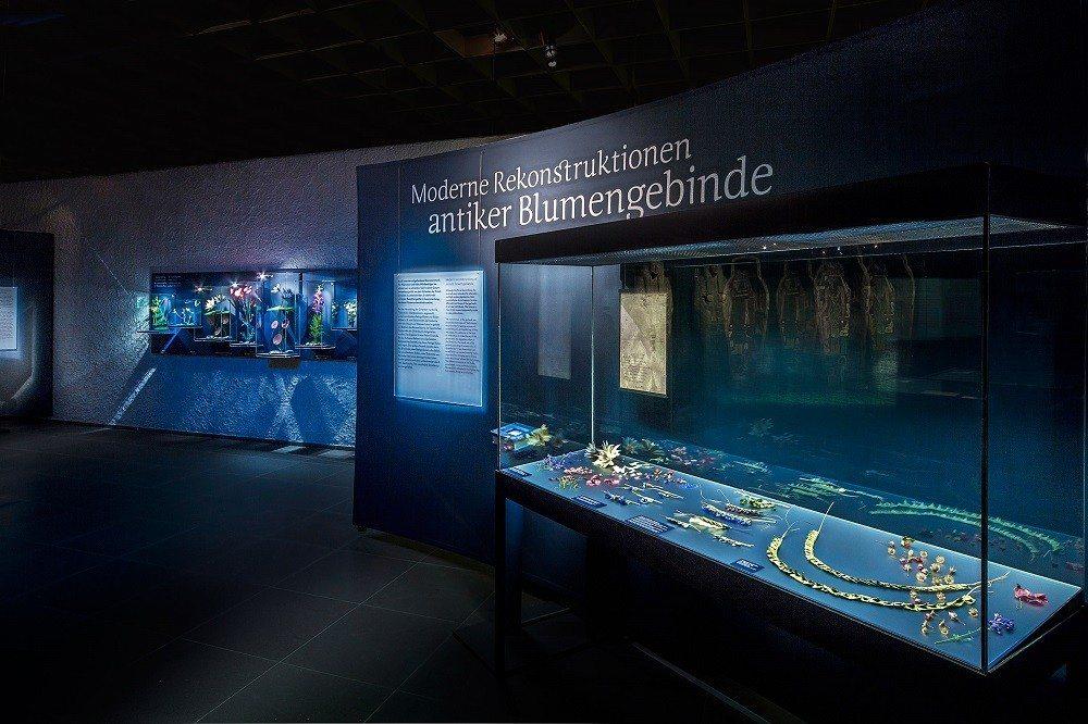 """Diese Exponate gehörten zu den Highlights der Ausstellung """"Blumenreich"""" (Bild: © Ruedi Habegger - Antikenmuseum Basel)"""