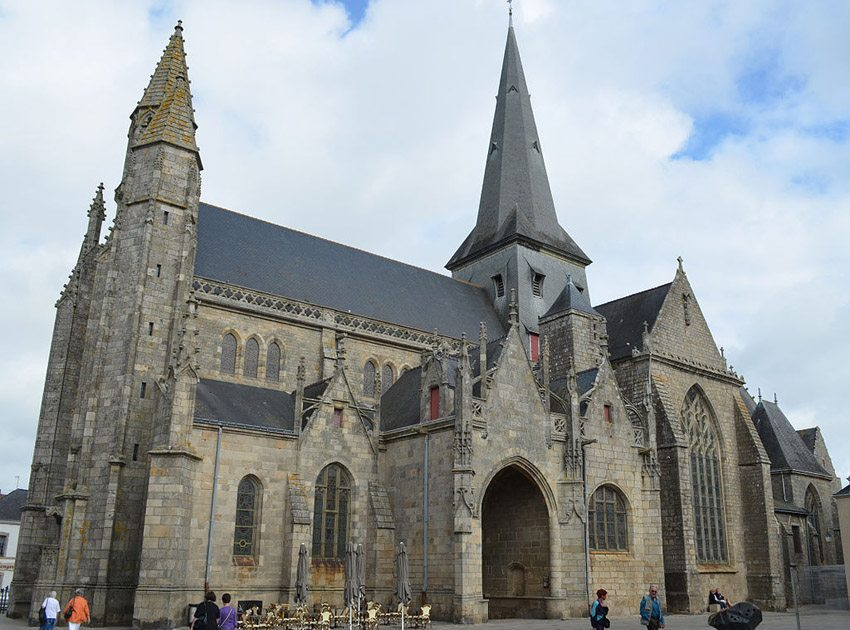 Stiftskirche St. Aubin in Guérande (Bild: Selbymay, Wikimedia, CC)