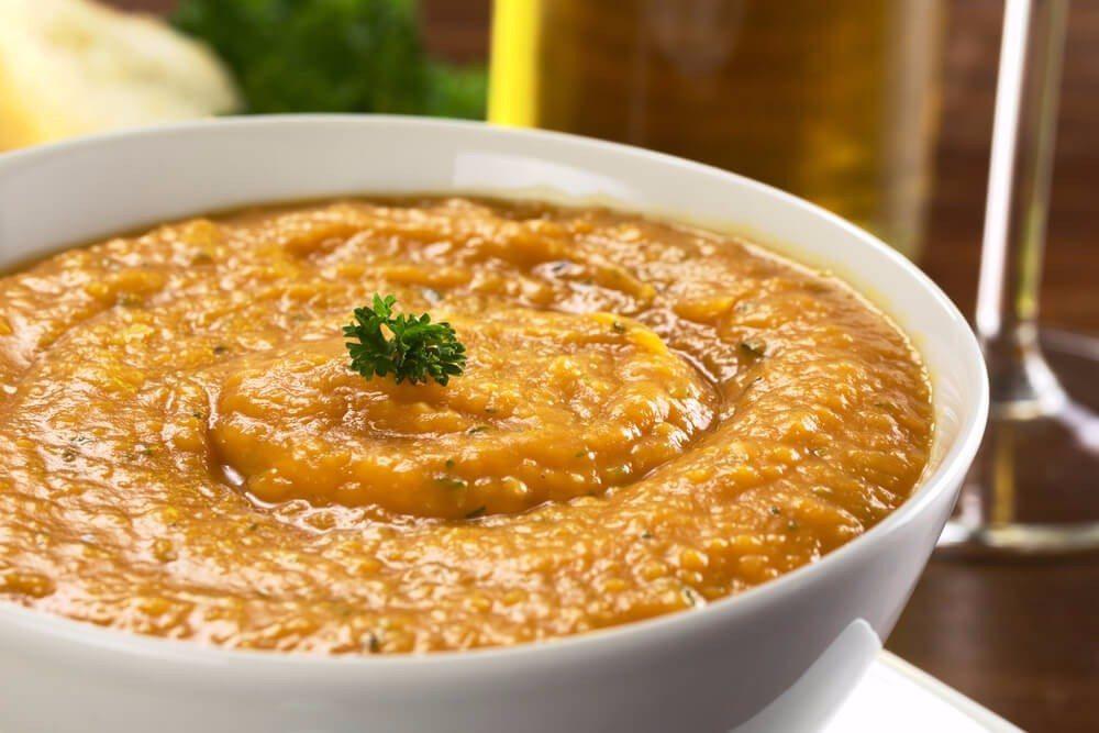 Diese Creme als Dip für rohes und gegartes Gemüse. (Bild: © Ildi Papp - shutterstock.com)