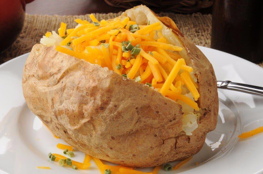 Die schnöde Folienkartoffel ist mit der Käsekartoffel auch erst mal abgeschrieben. (Bild: © MSPhotographic - shutterstock.com)