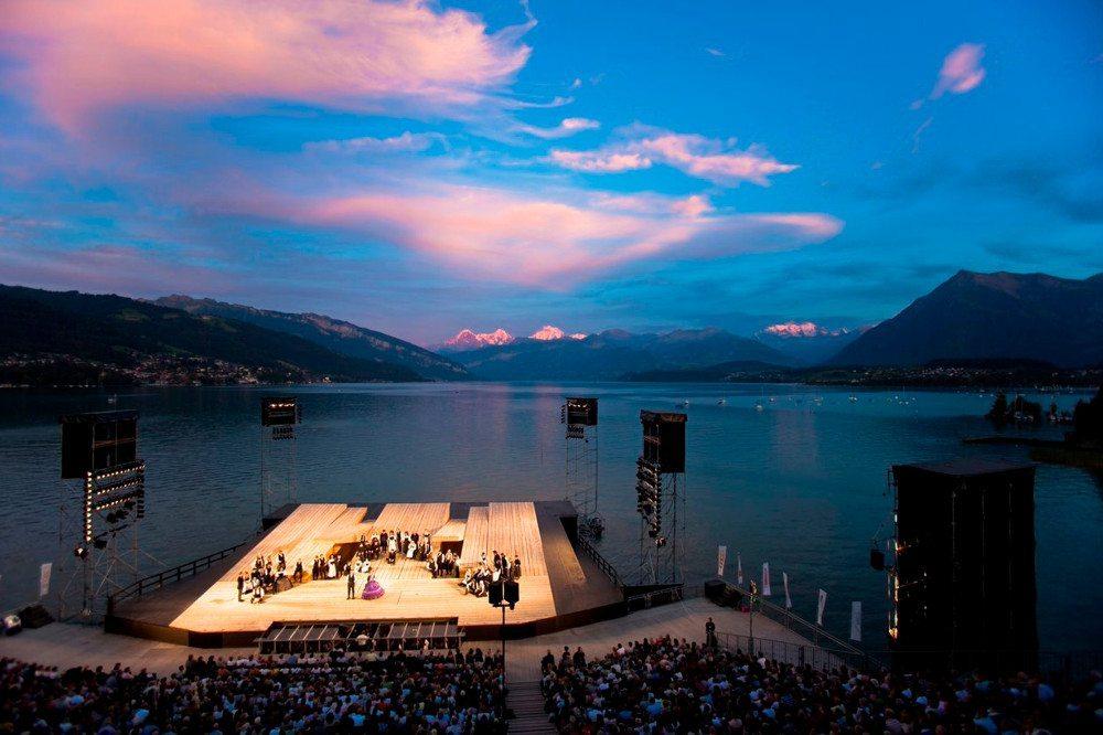 """Die Thunerseespiele zeiegn die Schweizer Erstaufführung des berührenden Musicals """"Romeo & Julia"""". (Bild: © thunerseespiele.ch)"""