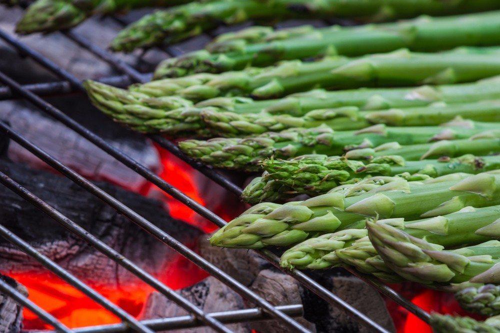 Grüne Spargelstangen vom Grill (Bild: © Wollertz - shutterstock.com)