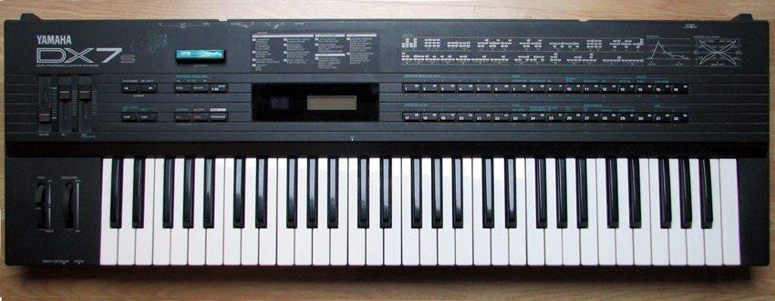 Yamaha DX7 (Bild: Speculos, Wikimedia, CC)