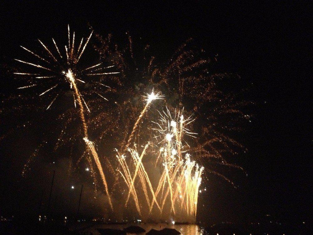Die fantastischen Feuerwerke auf dem Züri-Fäscht, die zu den fünf grössten in ganz Europa gehören!  (Bild: © Manuae - CC BY-SA 3.0)