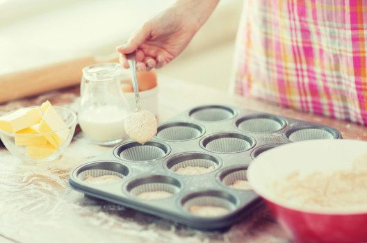 Es gibt viele Grundrezepte für einen Muffinteig. (Bild: Syda Productions – shutterstock.com)