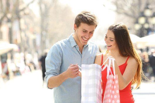 Barcelona – Einkaufen mit Erlebnis. (Bild: Antonioguillem – shutterstock.com)
