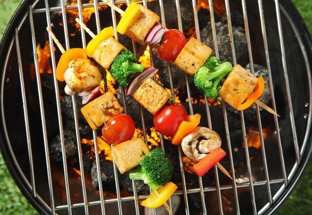 Gemüsespiesse mit mariniertem Tofu (Bild: © exclusive-design - fotolia.com)