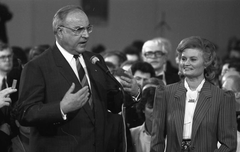 Politikergattin Hannelore Kohl stand im Schatten das Machtmenschen Helmut Kohl. (Bild: Bundesarchiv, B 145 Bild-F074374-0013 / Schaack, Lothar / CC-BY-SA)