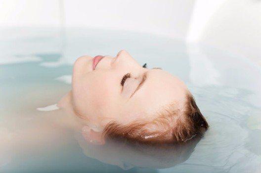 Das Floaten gewinnt immer mehr Bedeutung in der Orthopädie. (Bild: © racorn - shutterstock.com)