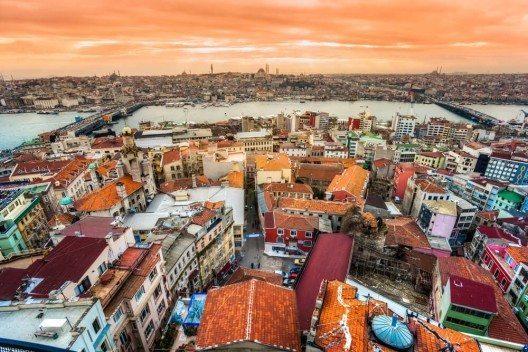 Eine der ersten Stationen gen Osten war Istanbul. (Bild: © Luciano Mortula - shutterstock.com)