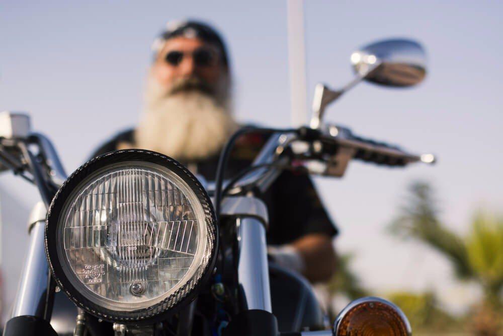 Wer das Cruisen mit dem Bike liebt, hat die Möglichkeit, sich einem Motorradclub anzuschliessen. (Bild: © sondem - shutterstock.com)
