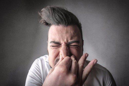 Heute wird ein Nieser dezent übergangen und nicht thematisiert (Bild: © Ollyy - shutterstock.com)