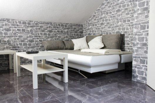 Ein Sofa, auf dem es sich bequem schlafen lässt - praktisch für Gäste. (Bild: © thombach - fotolia.com)