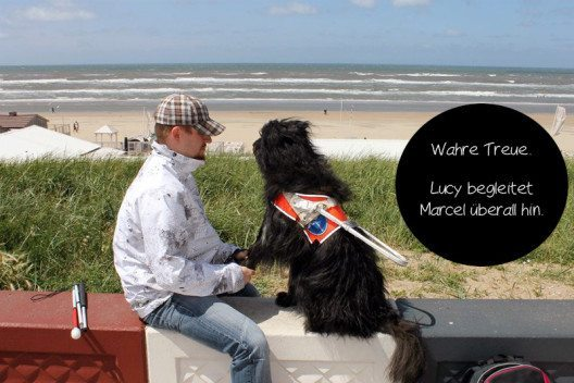 Das ist Marcel mit seinem Hund. (Bild: © Bettina Hielscher)