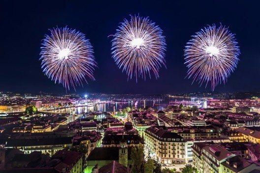 Mehr als 1,5 Millionen Besucher erleben jährlich die bezaubernden Feuerwerke, Umzüge und Konzerte. (Bild: © Michel Borges - shutterstock.com)