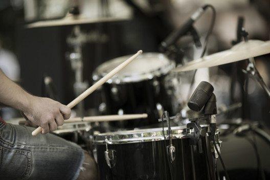 Kilbi im Fall – genau das Richtige für Fans moderner Rockmusik. (Bild: Kuzma / Shutterstock.com)
