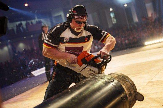 Der Deutsche Dirk Braun stellte bei der STIHL TIMBERSPORTS® Series 2015 einen neuen Weltrekord in der Disziplin Stock Saw auf. (Bild: © obs/STIHL TIMBERSPORTS Series/Joerg Mitter)