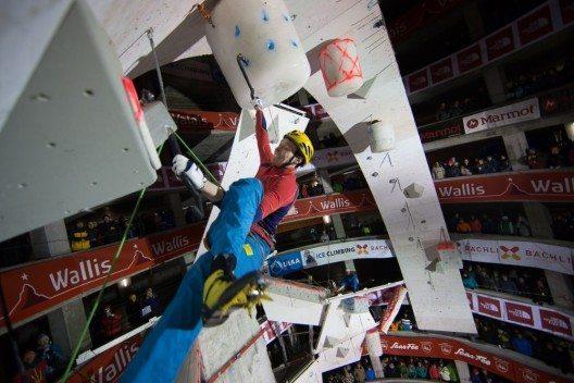 Handout - Tomilov Maxim in der Kategorie Lead am Ice Climbing World Cup Saas-Fee 2015, am Samstag dem 24.01.2015 im Parkhaus von Saas-Fee VS.