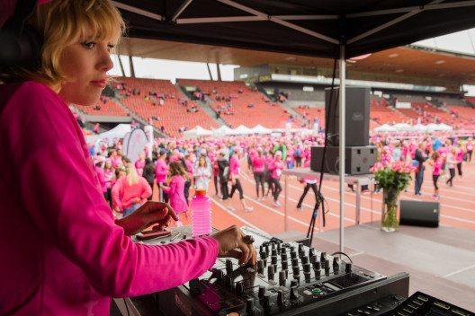 DJ Odile (Bild: pink-ribbon.ch)