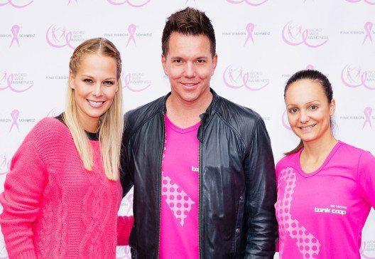 Linda Fäh, Sven Epiney und Sarah Meier (Bild: pink-ribbon.ch)