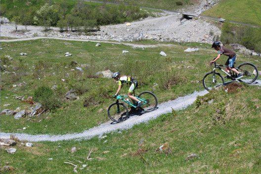 Velofans haben den Sustenpass aus dem Winterschlaf geweckt. (Bild: Haslital Tourismus)
